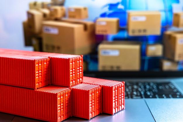 Stapel containers doos, vrachtvrachtschip voor import export logistiek, verzending van vrachtcontainers set, bedrijf verzending levering en logistiek wereldwijd zakelijk containervrachtschip.