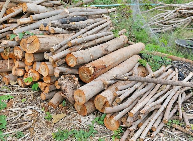 Stapel droog brandhout