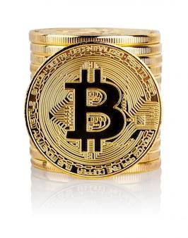 Stapel en voorkant van de crypto-valuta gouden bitcoin