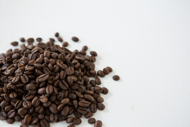Stapel gebrande koffiebonen