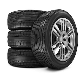 Stapel geïsoleerde autowielen