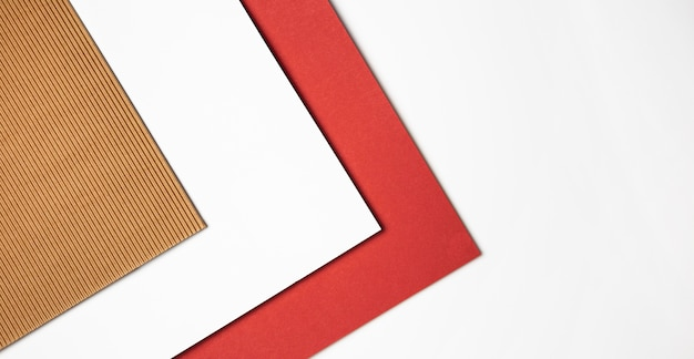 Stapel gekleurd papier