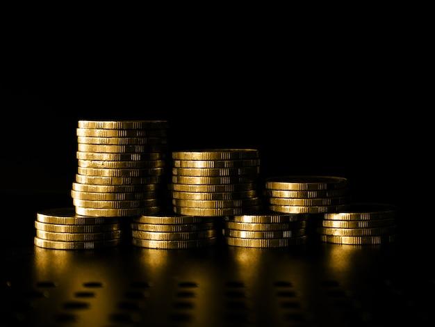 Stapel geld en munten intreepupil achtergrond virtueel cryptocurrency-concept