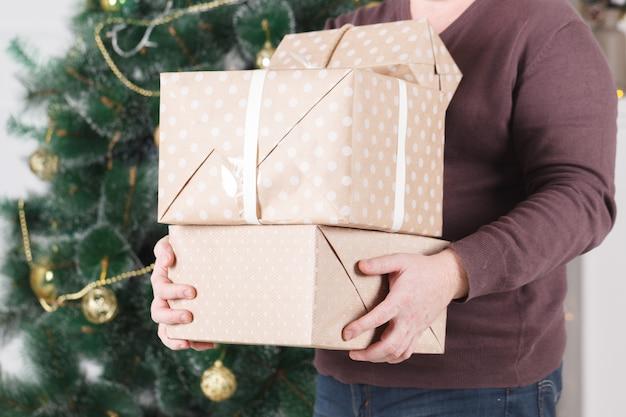 Stapel geschenken voor kerstvakantie