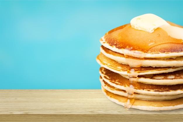Stapel heerlijke pannenkoeken, huisgemaakt ontbijt