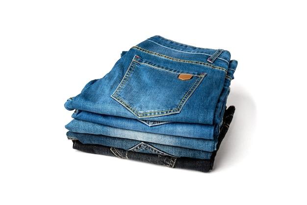 Stapel jeans geïsoleerd op wit