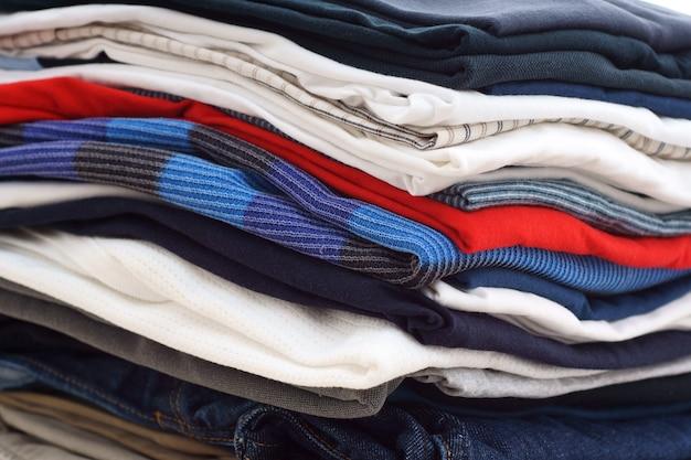 Stapel kleurrijke kleding, stapel kleding