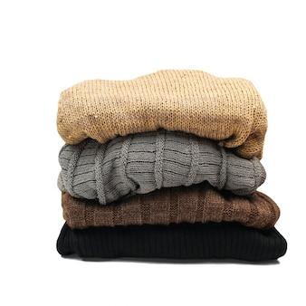 Stapel kleurrijke warme kleding