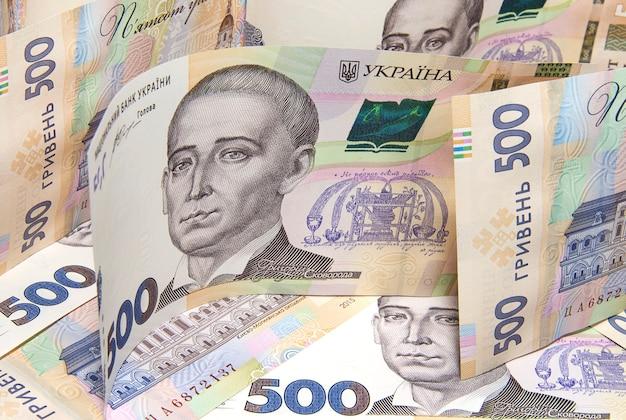 Stapel oekraïense hryvnia-bankbiljetten van nieuw monster