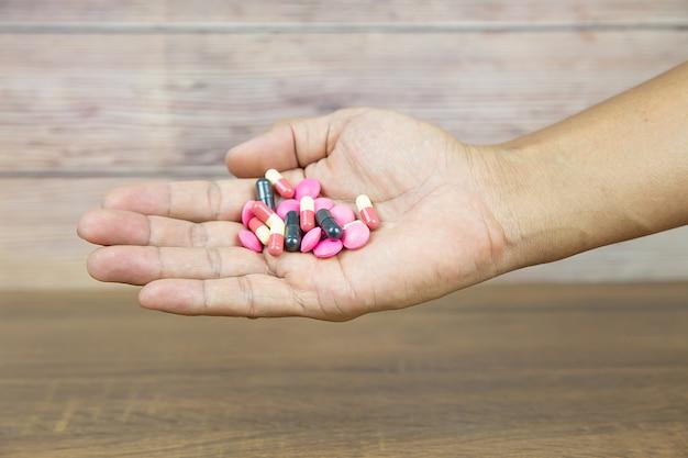 Stapel van geneeskunde pil en vitamine capsule.