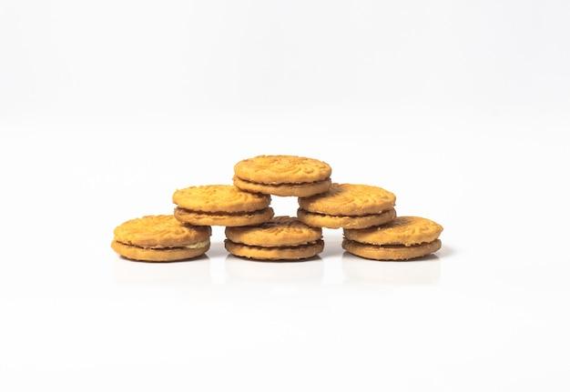 Stapel van het heerlijke geïsoleerde koekje van de cirkelroom