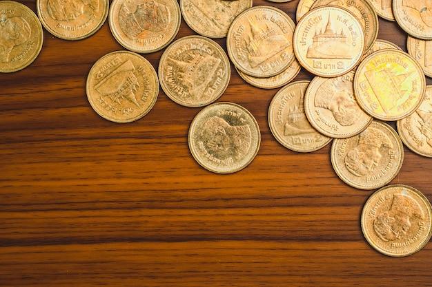 Stapel van munt op hout