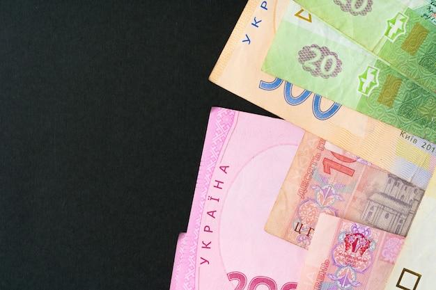 Stapel van oekraïense hryvnia-geld dichte omhooggaand