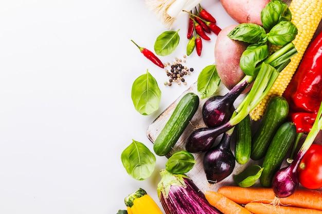 Stapel van rijpe groenten