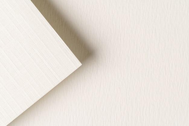 Stapel van witte kartondocument bladen met exemplaarruimte, bedrijfsconcept
