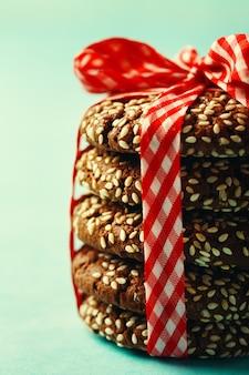 Stapel verse natuurlijke zelfgemaakte koekjes