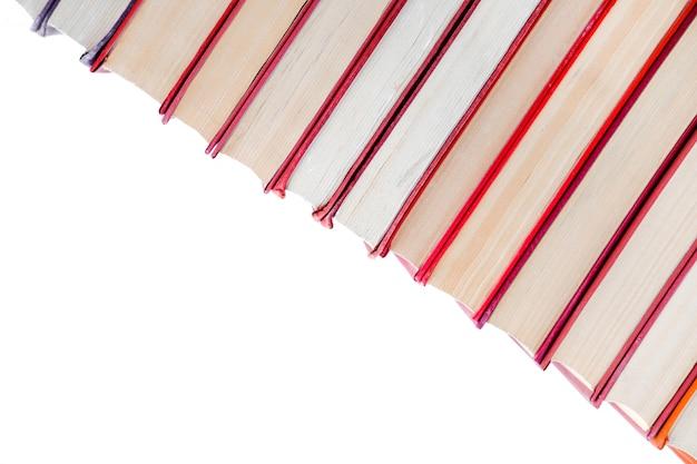 Stapel vintage papier oranje boeken in harde kaft. fall leeslijst.