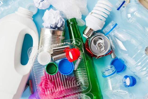 Stapel vuilnis voor recycling