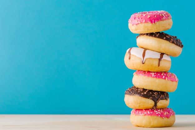 Stapel zoete donuts