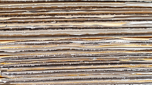 Stapelen van kartonnen dozen, gegolfd papier achtergrond.