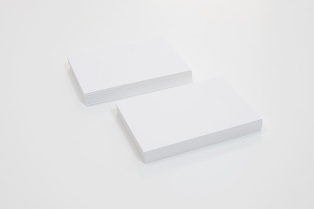 Stapels blanco visitekaartjes