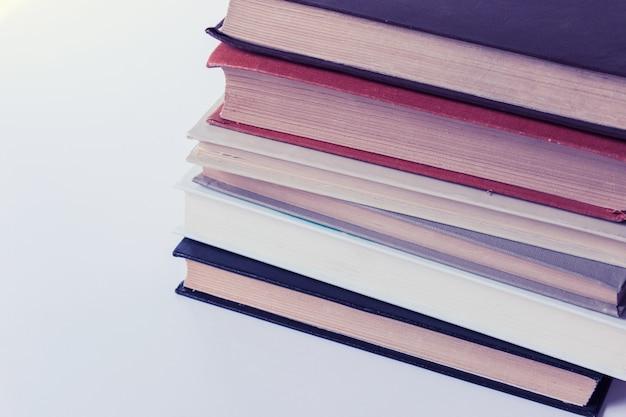 Stapelstapel van zes boeken
