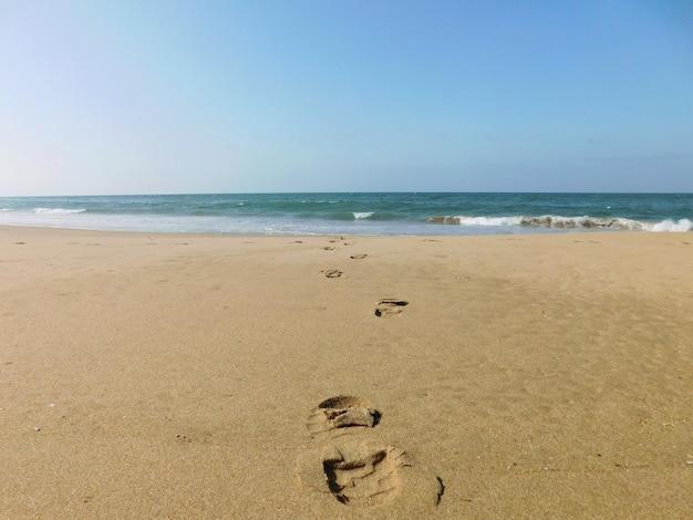 Stappen naar het strand