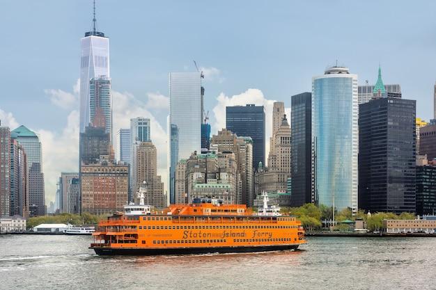 Staten island ferry op de haven van new york