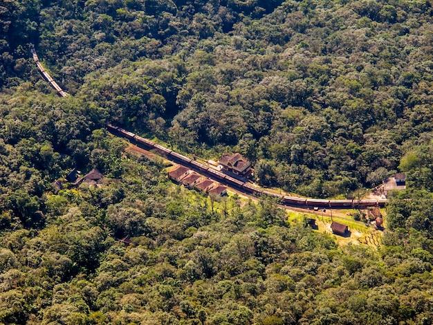 Station tussen de jungle in het zuiden van brazilië