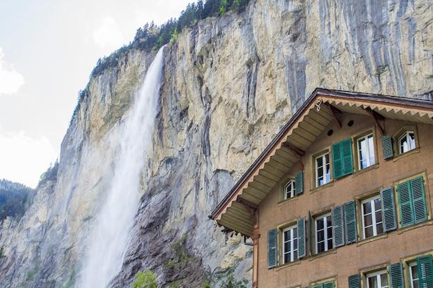 Staunbach-watervallen in lauterbrunnen