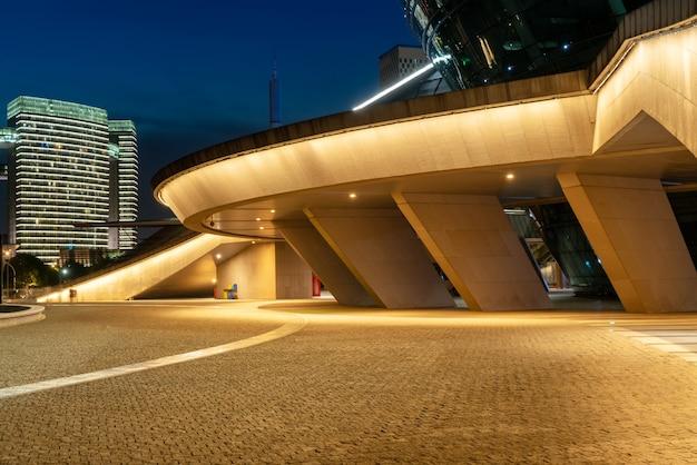 Stedelijk nachtlandschap en cbd architectonisch landschap