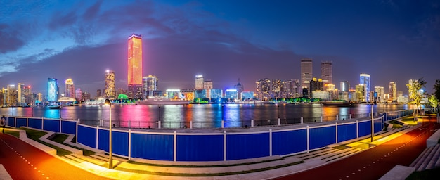 Stedelijk nightscape architecturaal landschap in shanghai