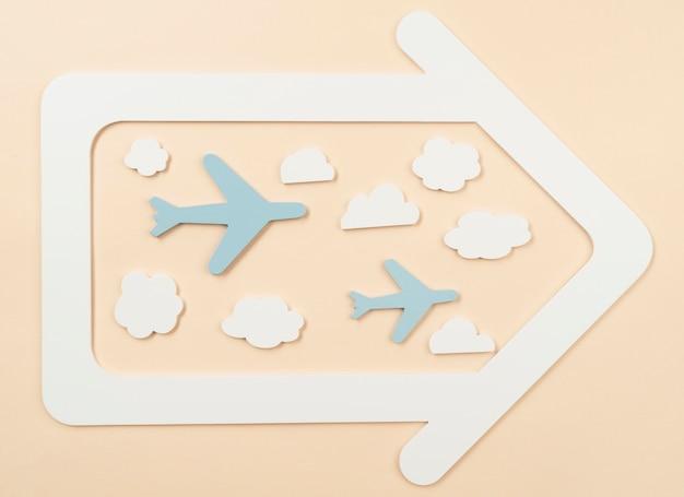 Stedelijk vervoersconcept met papieren vliegtuigjes