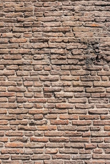 Stedelijke bruine bakstenen muur