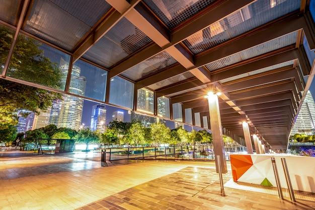 Stedelijke nightscape moderne architectuur