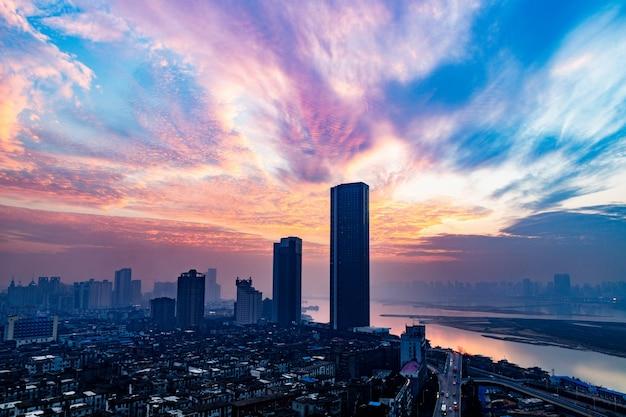 Stedelijke skyline met stadsbeeld