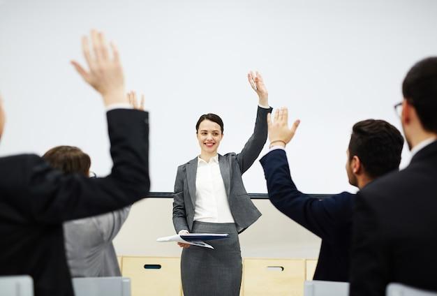 Steek uw hand op als u akkoord gaat