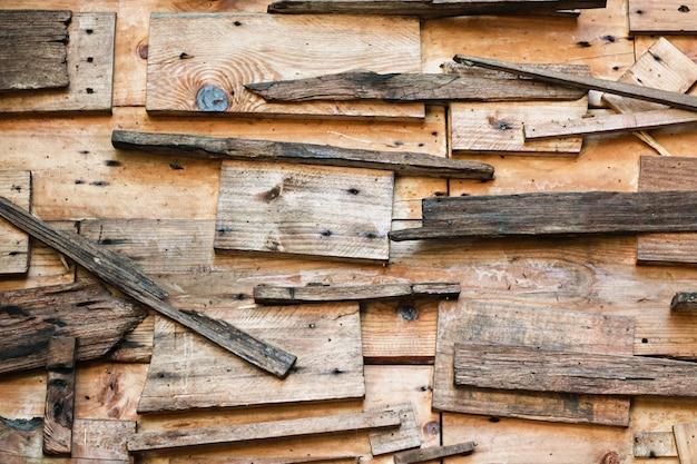Steen en hout en baksteen en tegels de achtergrond