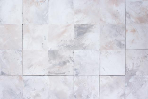 Steen witte en beige muur met tegels, achtergrond