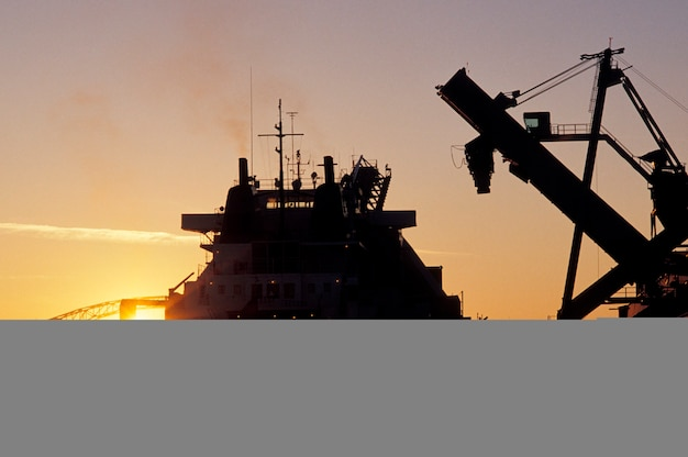 Steenkool laden op schip, duluth, minnesota