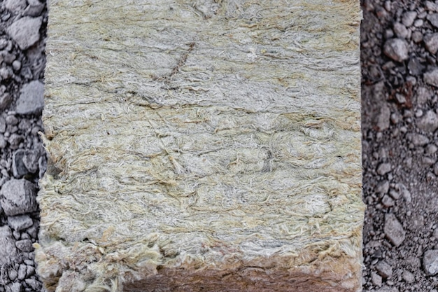 Steenwol op een bouwplaats. detailopname.