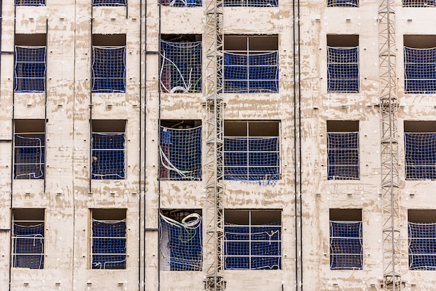Steiger in een gebouw in aanbouw.
