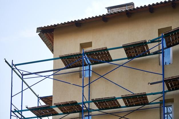 Steigers op bouwplaats