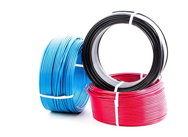 Stel gekleurde elektrische kabel in