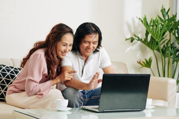 Stel videogesprekken met familieleden