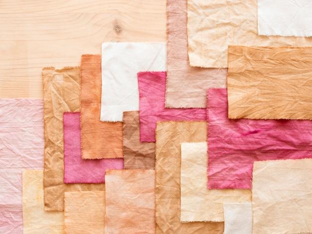 Stelletje doeken arrangement met natuurlijke pigmenten