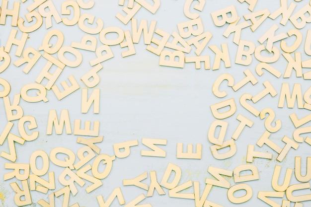 Stelletje letters op grijs