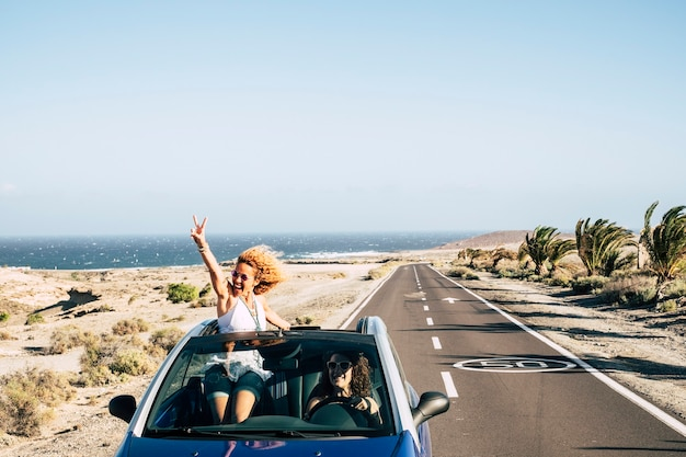 Stelletjes reizen met een cabriolet en genieten van het leven met plezier