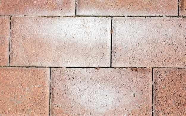 Stenen bakstenen verhoging wandtegels ontwerp voor achtergrond. rode moderne keramische klinker met wit stucwerk. vloer in een pad, detail van een bestrating om te lopen, gestructureerde achtergrond