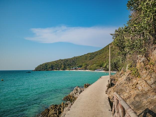 Stenen brug met prachtig zeegezicht op koh lan eiland pattaya thailand